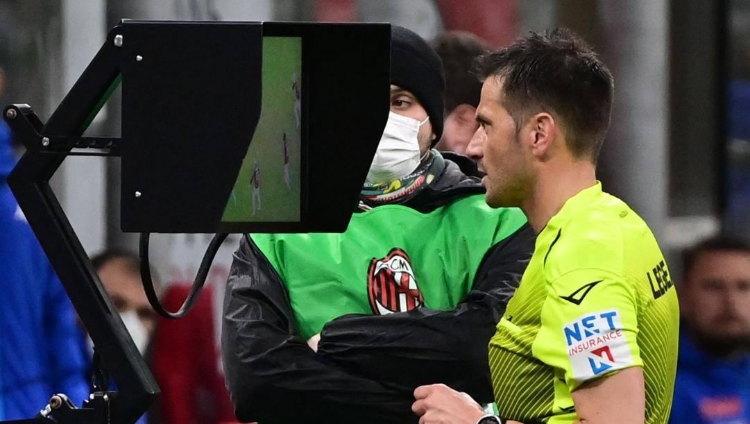Fabrizio Pasqua, 38 anni,controlla la Var. Afp