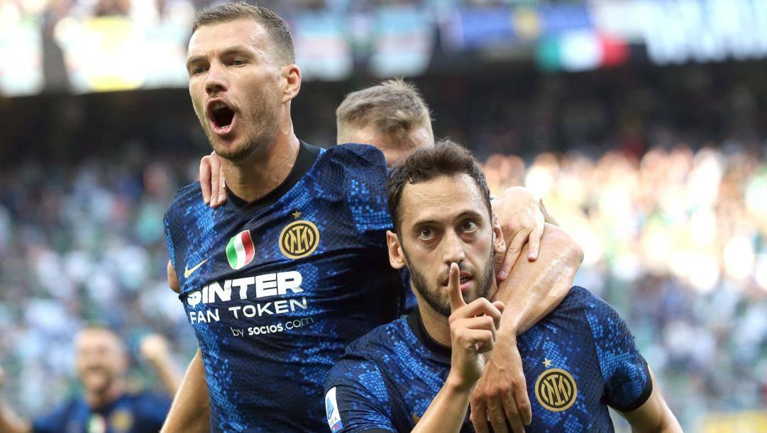 Edin Dzeko e Hakan Calhanoglu, due delle novità dell'Inter 2021-22. Ansa