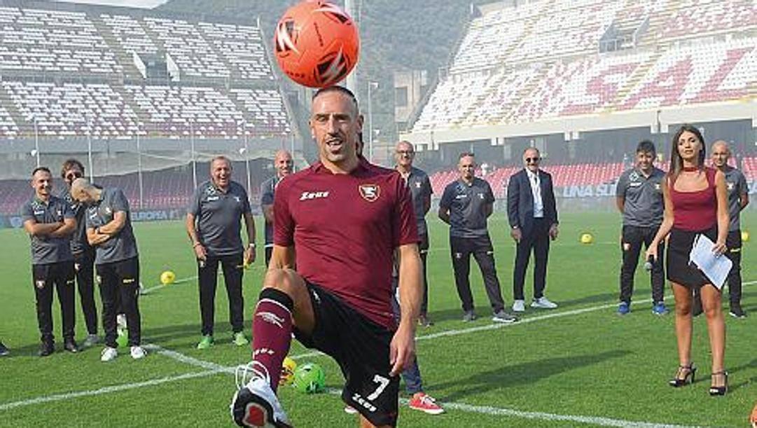 Franck Ribery con la sua nuova maglia della Salernitana