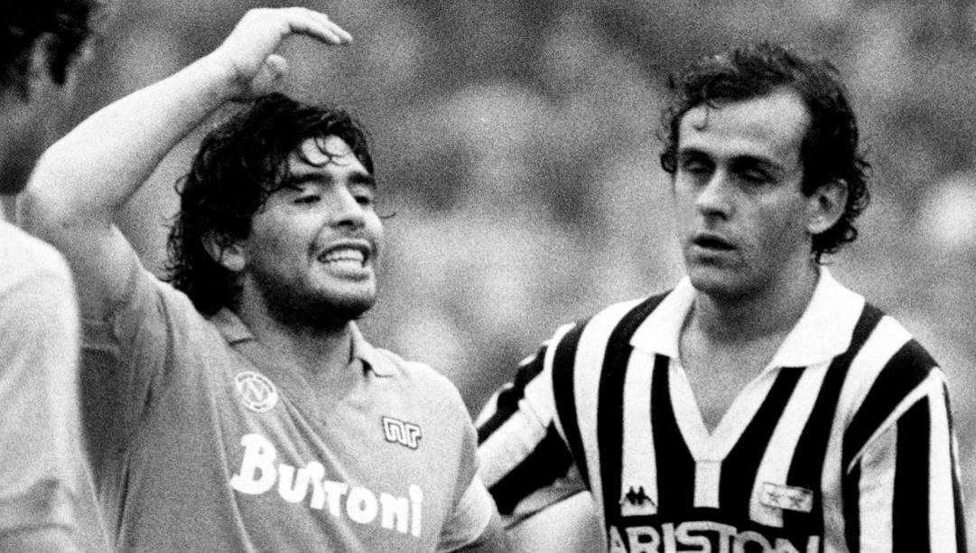 Diego Armando Maradona e Michel Platini il 3 novembre 1985. Lapresse