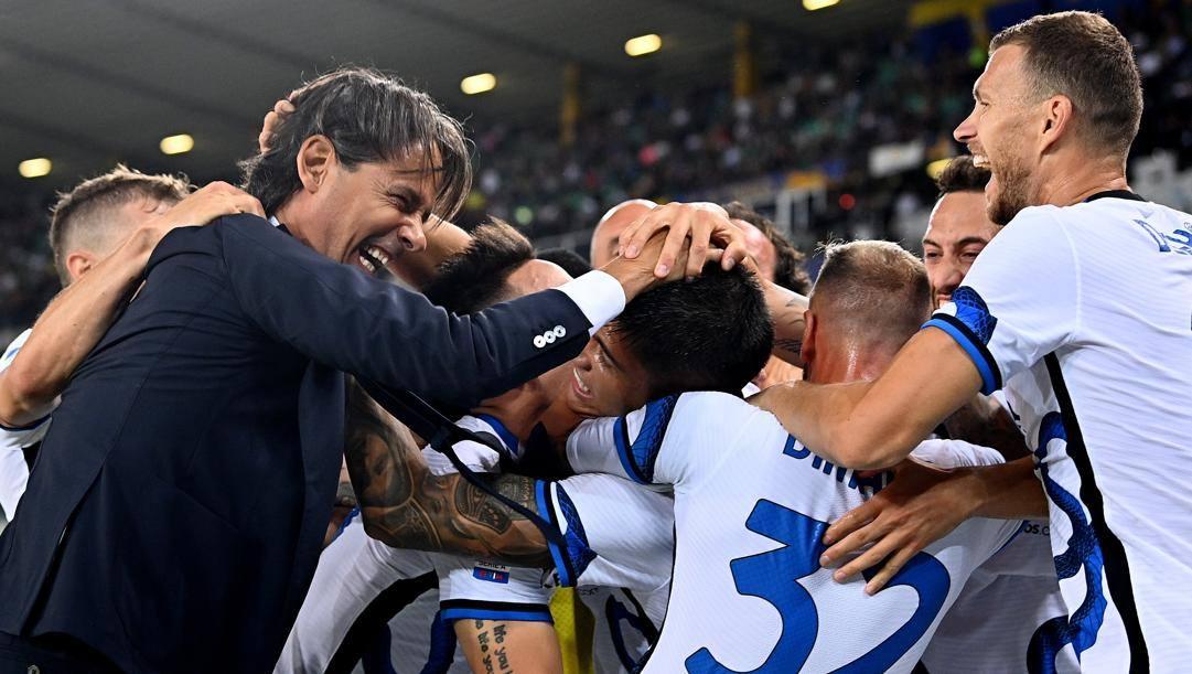 Inzaghi festeggia con i suoi a Verona. Getty