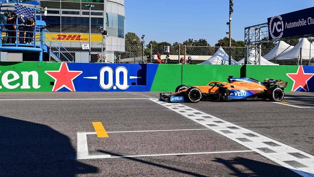 L'arrivo trionfale di Ricciardo a Monza.Afp