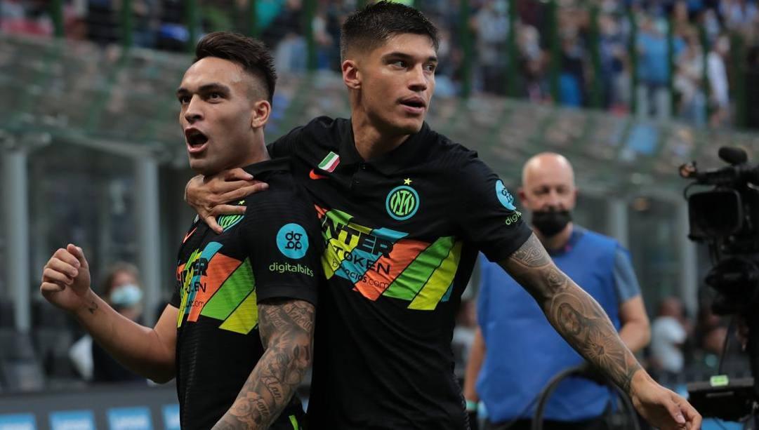Joaquin Correa con Lautaro Martinez. Getty