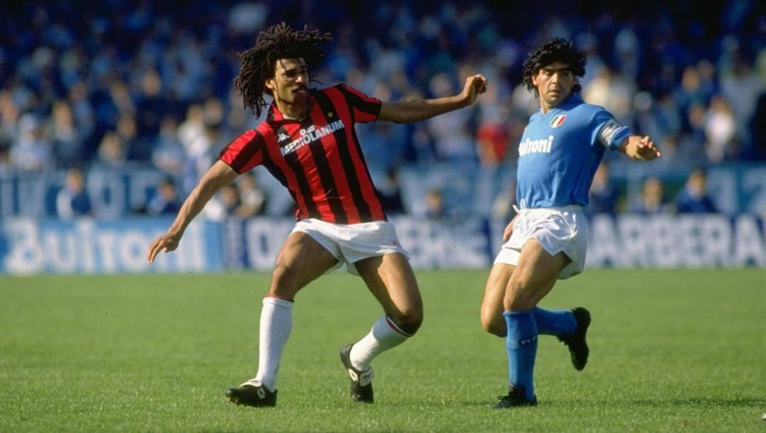 Ruud Gullit e Diego Armando Maradona in un Napoli-Milan del maggio 1988. Getty