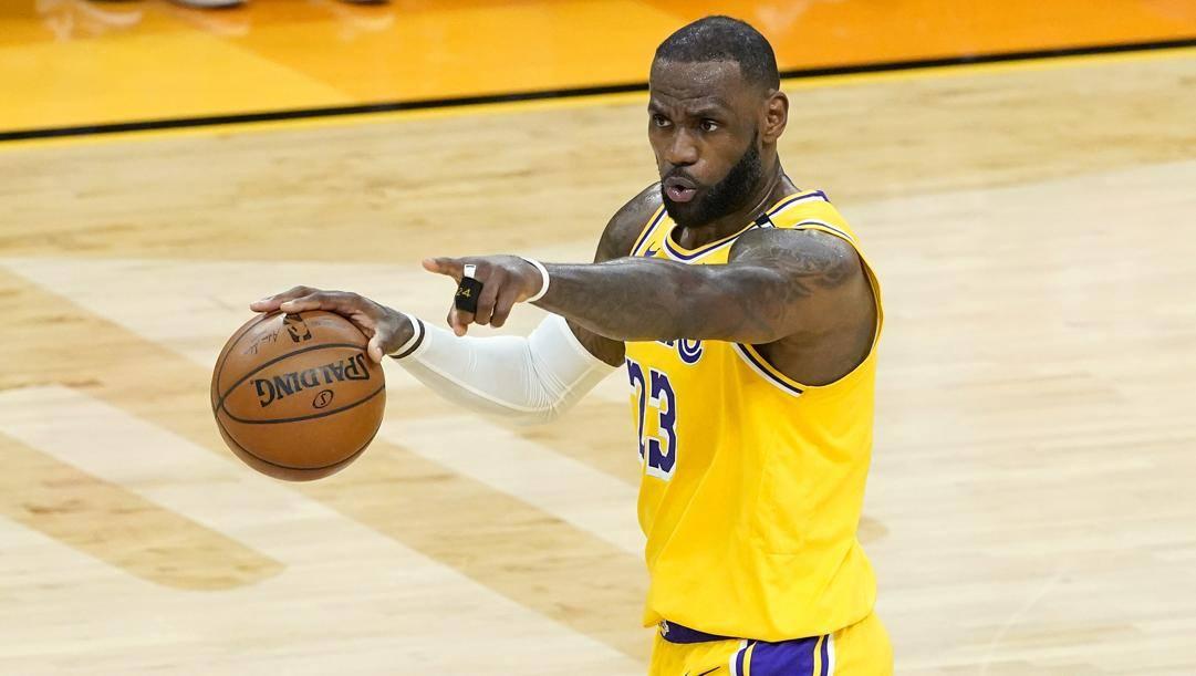 LeBron James, 36 anni, comincia la 19ª stagione in Nba. LaPresse