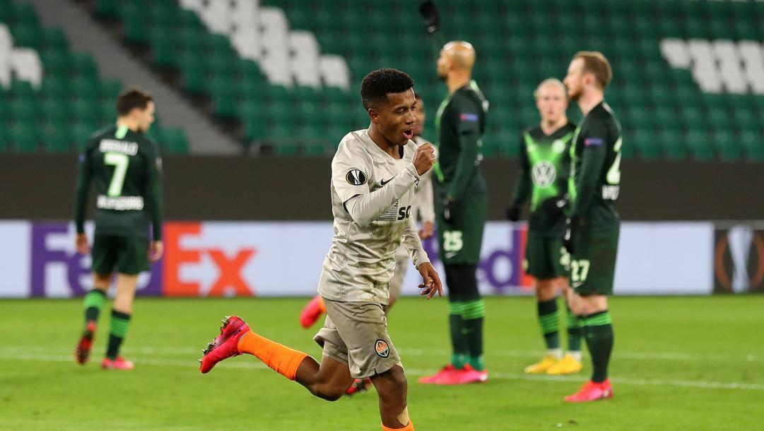Marcos Antonio, 21 anni, esulta dopo un gol contro il Wolfsburg in Europa League