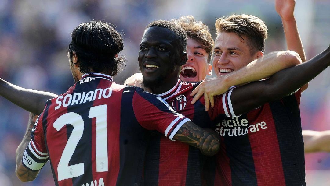 Musa Barrow festeggiato dopo il gol. Getty