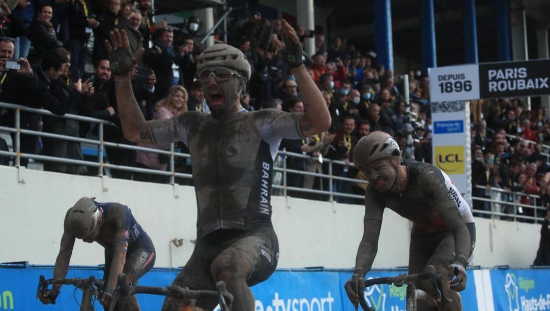 Sonny Colbrelli trionfa a Roubaix. Epa