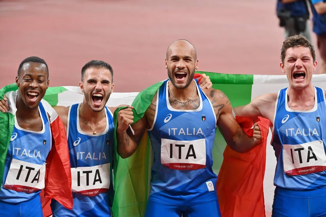 La gioia incontenibile della staffetta azzurra dopo l'oro olimpico conquistato a Tokyo