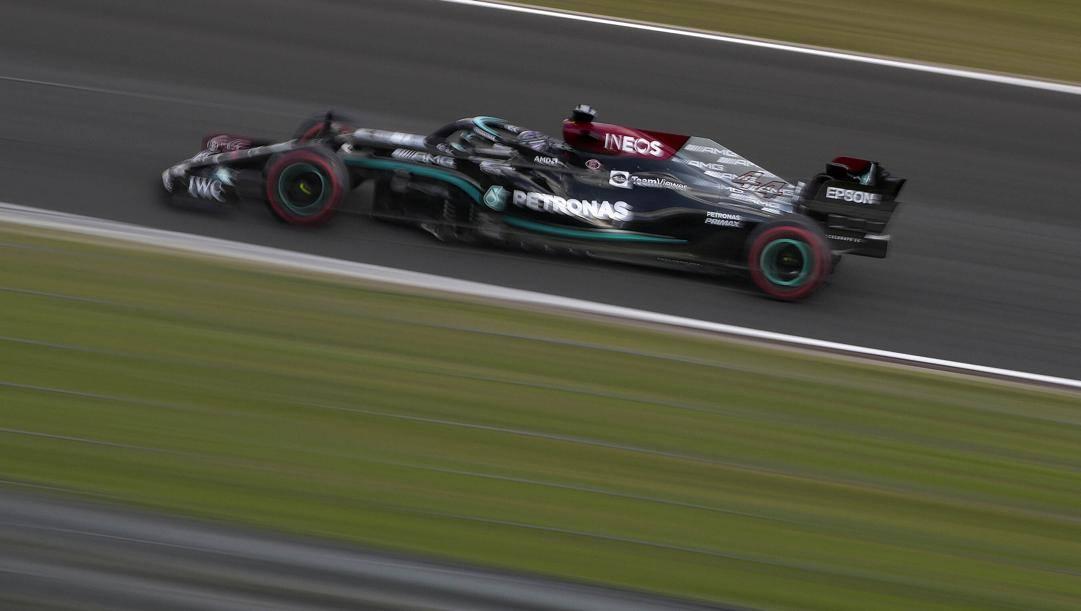 Lewis Hamilton in azione in Turchia. AP