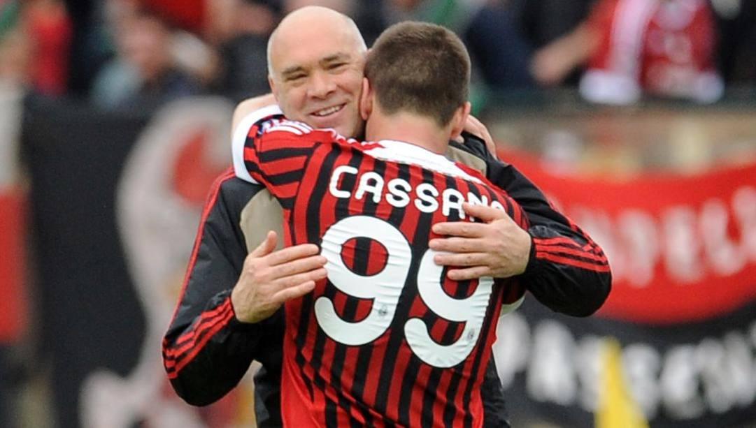 Il dottor Rudi Tavana con Cassano ai tempi del Milan. Afp