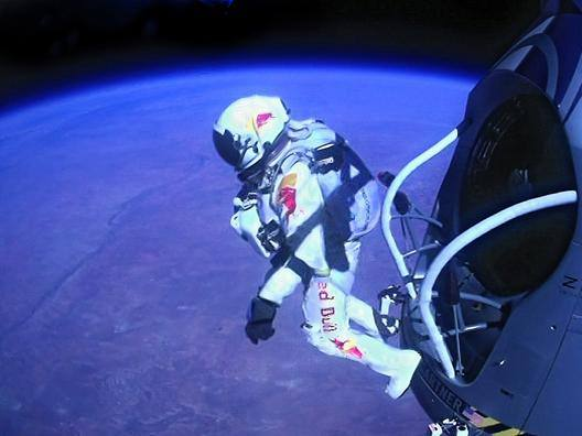 Il salto nella stratosfera visto da Baumgartner - Video Gazzetta.it