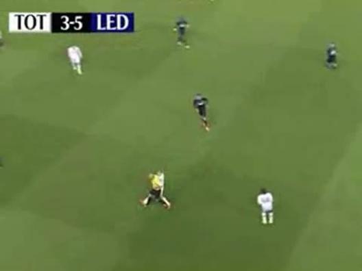 L'arbitro Webb ruba palla e se ne va - Video Gazzetta.it