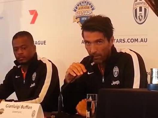 """Juventus, Buffon """"litiga"""" con l'inglese in conferenza stampa - Video Gazzetta.it"""