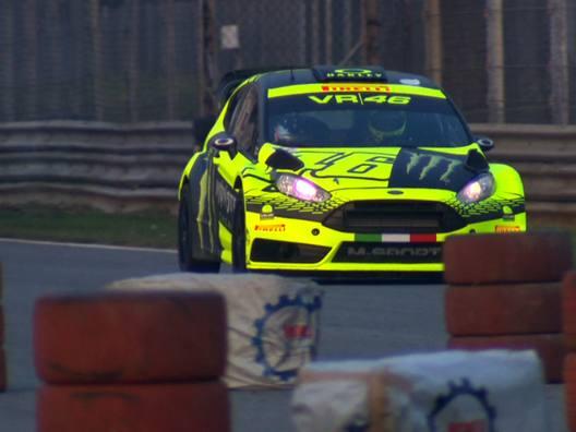 Valentino Rossi al Rally di Monza per dimenticare il mondiale MotoGP - Video Gazzetta.it