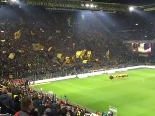 La curva del Borussia canta Jingle Bells - Video Gazzetta.it