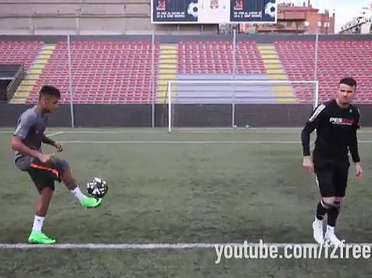Neymar, sfida alla traversa con i freestyler - Video Gazzetta.it
