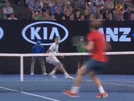 Australian Open, Federer, colpo da sogno contro Goffin - Video Gazzetta.it
