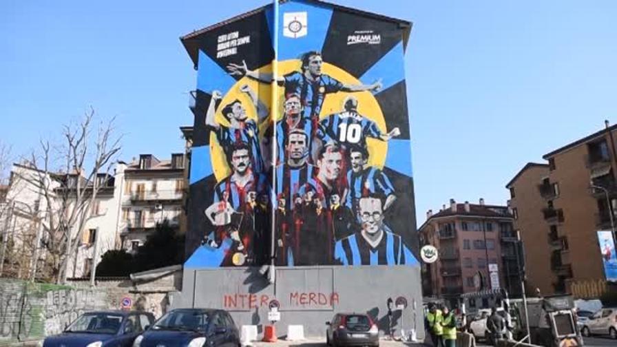 Risultati immagini per Imbrattato a Milano murales dell'Inter
