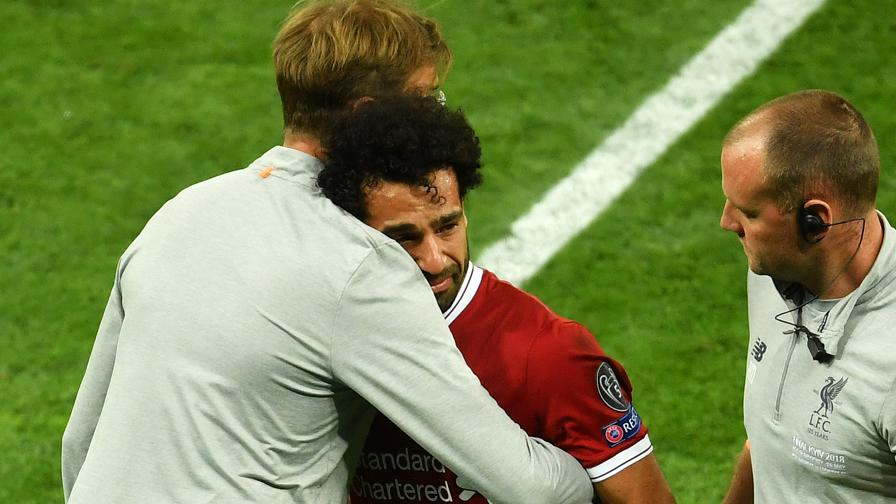 Salah esce in lacrime<br>L'abbraccio di Klopp