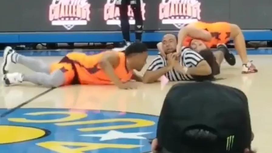 Basket: la wrestler attacca l'arbitro