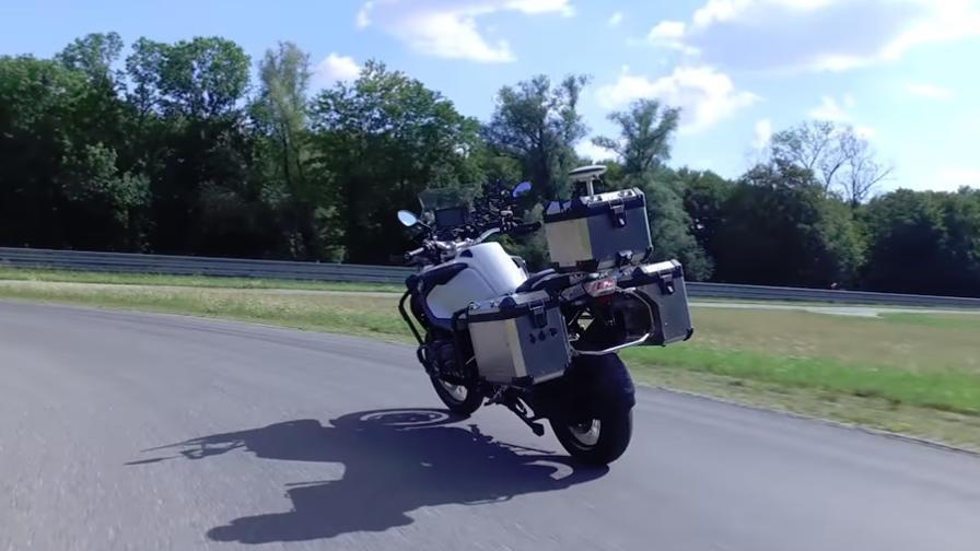 Senza pilota: la moto a guida autonoma è realtà