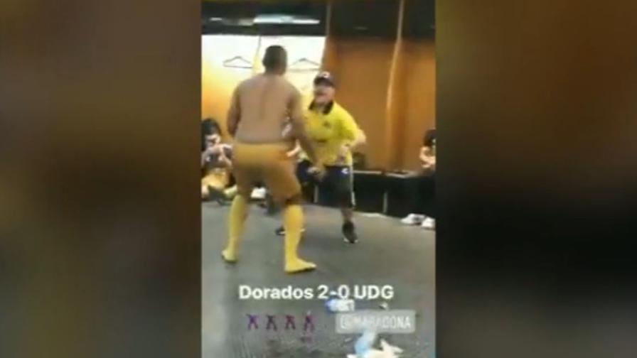 Panchine Spogliatoio Calcio : Maradona vince al 95 e balla nello spogliatoio video gazzetta.it