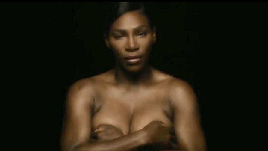 Serena canta in topless per beneficenza