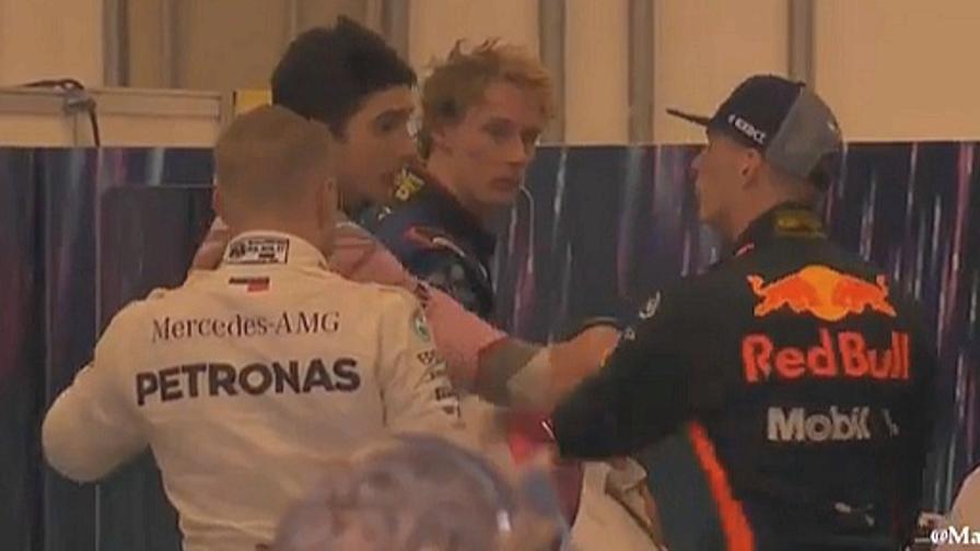 Ocon sperona Verstappen, poi le scintille