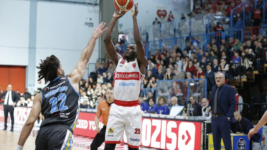 Varese sbanca Cremona 82-79: highlights