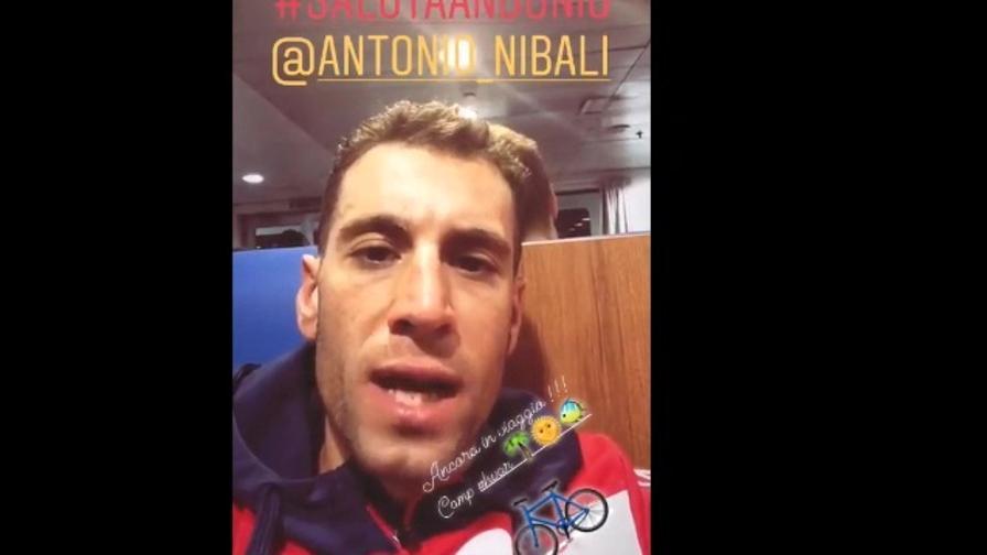 Nibali+Nibali: Vincenzo e Antonio scherzano durante il viaggio