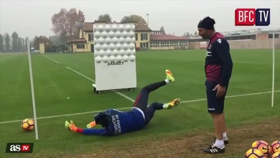 Bologna, l'allenamento dei portieri è ipnotico!