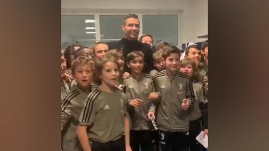 Juve Ronaldo Coi Pulcini E Parte Il Coro Siuuuuuuu Video