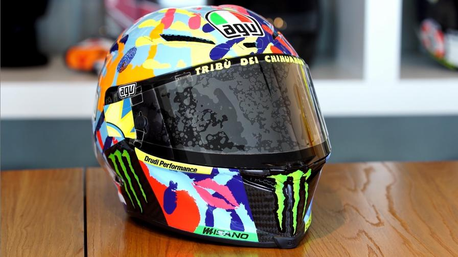 Così nasce il casco di Valentino Rossi