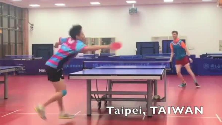 """Il """"mago"""" del ping pong che fa impazzire gli avversari"""