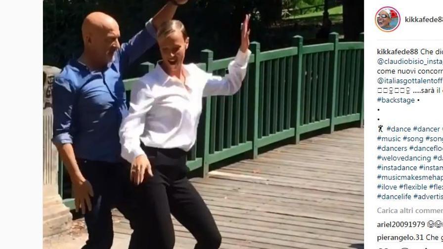 Federica Pellegrini balla come Beyoncé (con Bisio)