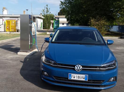 Tre Volkswagen saranno sperimentate in Emilia con questo gas e del metano fossile per cercare la soluzione a un futuro a basse emissioni di carbonio