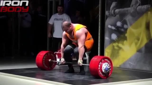 L'hulk russo tenta l'impossibile: sollevare 500 kg. E il tentativo...