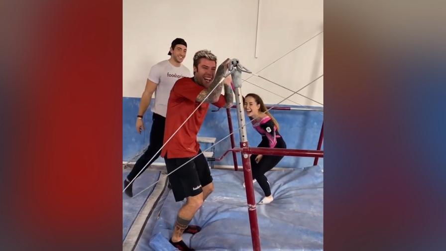 Fedez si allena con Carlotta Ferlito: è andata così...