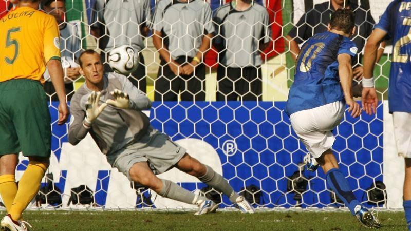 Francesco Totti, il rigore contro l'Australia nel 2006: ''Non mi offrii''-  Video Gazzetta.it