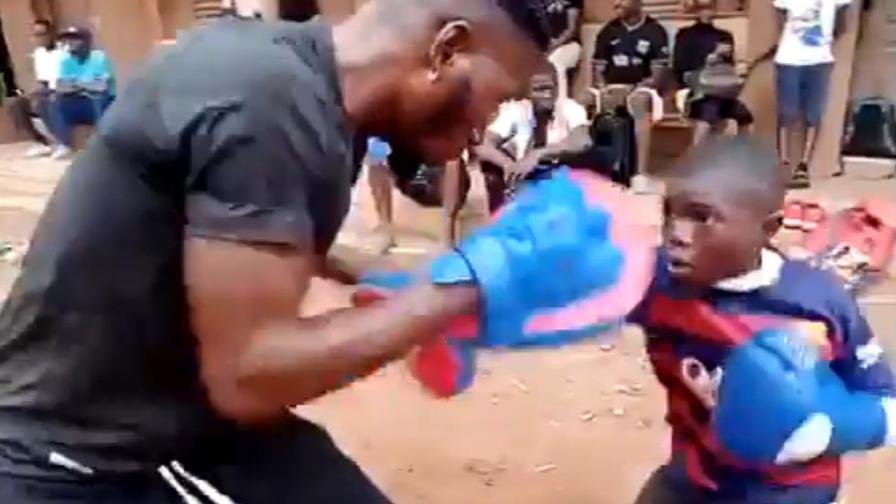 Tutti pazzi per Sultan: ha 10 anni e picchia forte come Tyson