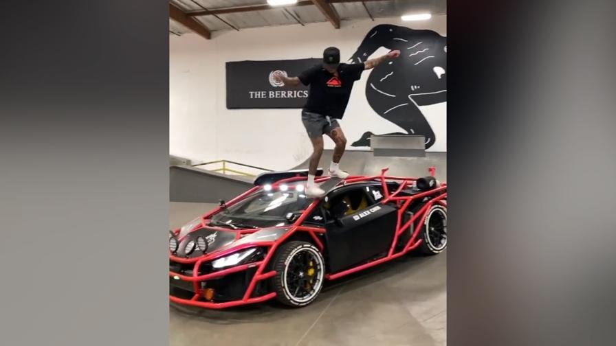 Salta sopra la Lamborghini con lo skate: non lascia un graffio