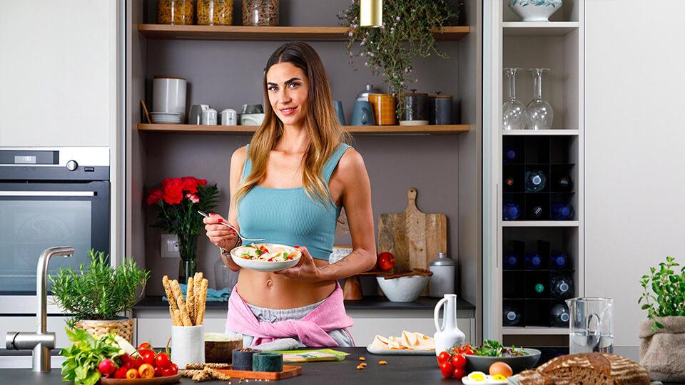 Insalata di cereali con Arrosto di Pollo Snello Rovagnati e dadolata di verdure estive: il pranzo di Melissa Satta
